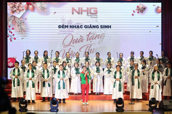 800 triệu đồng góp quỹ từ thiện từ đêm nhạc Giáng sinh NHG - Ảnh 4.