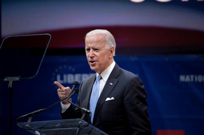 Tranh cử tổng thống Mỹ năm 2020: Cuộc đua của các cụ già  - Ảnh 1.