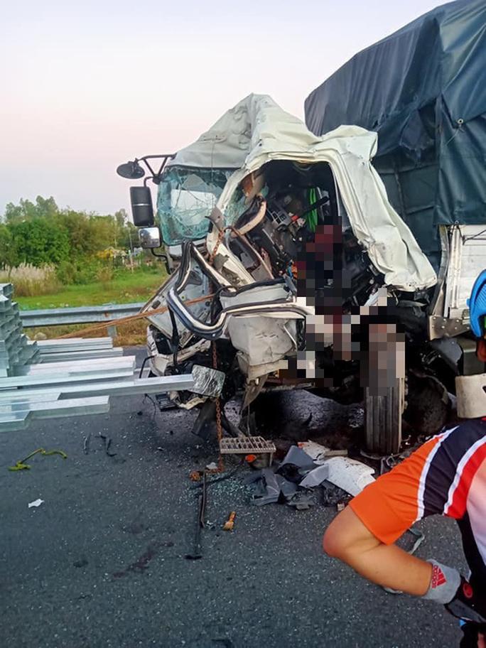 Tai nạn kinh hoàng giữa 2 xe tải khiến tài xế chết thảm - Ảnh 1.