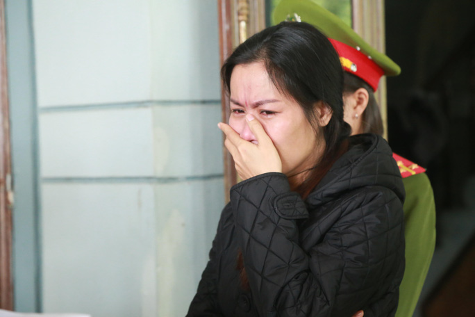 Lừa đảo hàng trăm triệu đồng, người phụ nữ khóc lóc khi bị bắt - Ảnh 2.