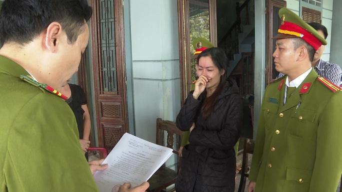 Lừa đảo hàng trăm triệu đồng, người phụ nữ khóc lóc khi bị bắt - Ảnh 1.