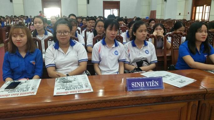 Ngư dân Tiền Giang hân hoan đón cờ Tổ quốc - Ảnh 10.