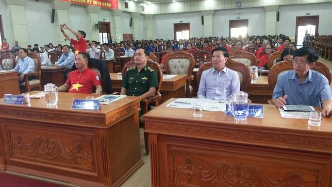 Ngư dân Tiền Giang hân hoan đón cờ Tổ quốc - Ảnh 7.