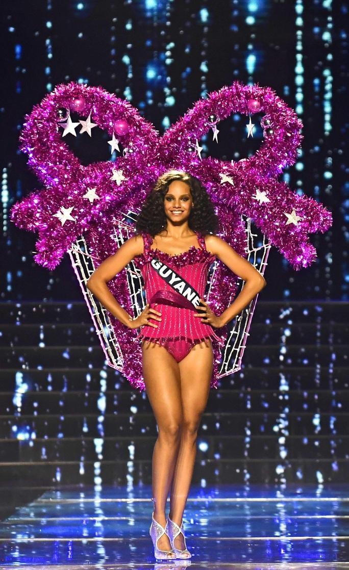 Điều ít biết về người tình hoa hậu của sao trẻ Kylian Mbappe - Ảnh 2.