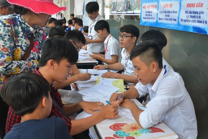 Hàng ngàn sinh viên bỏ học, bị buộc thôi học mỗi năm - Ảnh 1.
