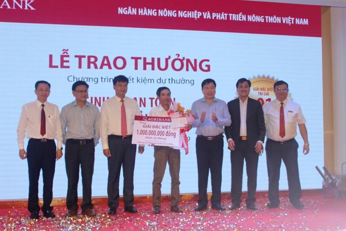 Một nông dân Phú Yên trúng thưởng 1 tỉ đồng khi gửi tiết kiệm - Ảnh 1.
