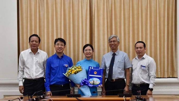 UBND TP HCM trao quyết định bổ nhiệm 2 nhân sự lãnh đạo - Ảnh 2.