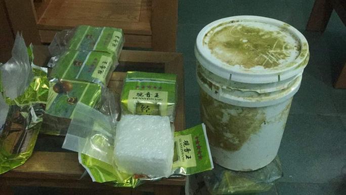 Nhiều gói ghi chữ Trung Quốc nghi chứa ma túy liên tục dạt vào bờ biển miền Trung - Ảnh 2.