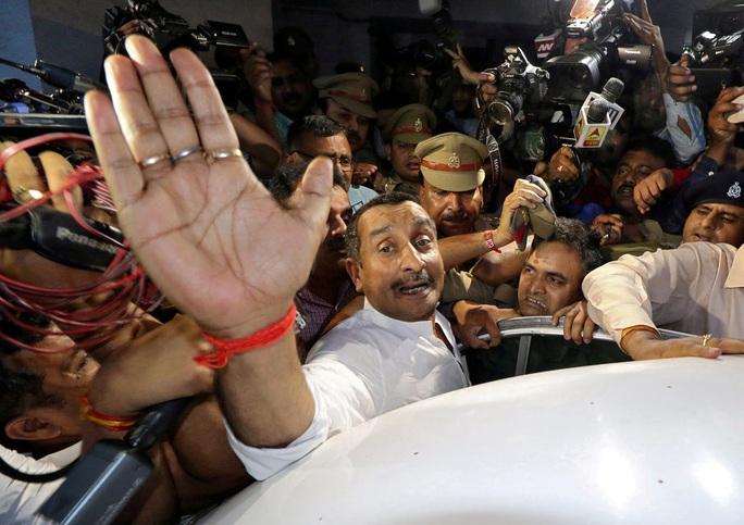 Ấn Độ: Cả nghị sĩ đảng cầm quyền cũng cưỡng hiếp trẻ em - Ảnh 1.