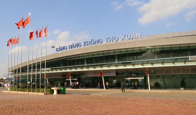 Hành khách bỏ quên ví có 200 triệu đồng ở xe đẩy sân bay - Ảnh 1.