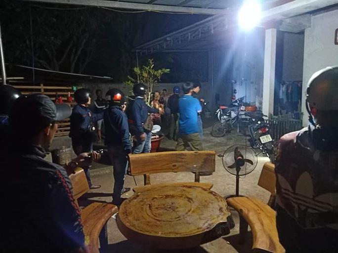 Bao vây nhóm cướp manh động cố thủ trong nhà ở Nhơn Trạch - Ảnh 3.