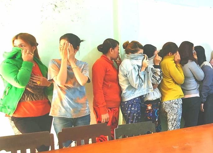 17 quý bà đánh bạc trong chòi hoang để... kiếm tiền ăn Tết - Ảnh 2.