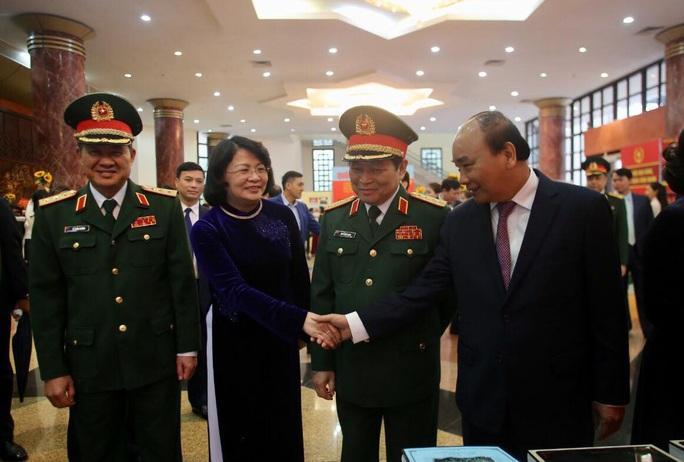 Cận cảnh lãnh đạo cấp cao dự lễ kỷ niệm Ngày thành lập Quân đội nhân dân Việt Nam - Ảnh 4.