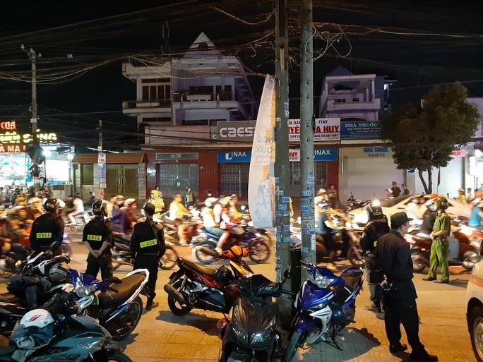Cảnh sát Đồng Nai phong tỏa một bệnh viện ở Biên Hòa - Ảnh 1.