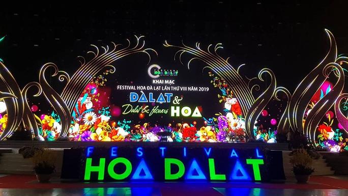 Mãn nhãn bữa tiệc hoa và ánh sáng ở lễ khai mạc Festival Hoa Đà Lạt - Ảnh 1.