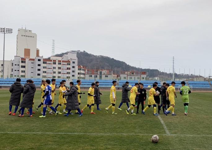 Hà Đức Chinh, Hoàng Đức giúp U23 Việt Nam ngược dòng thắng trên đất Hàn Quốc - Ảnh 1.