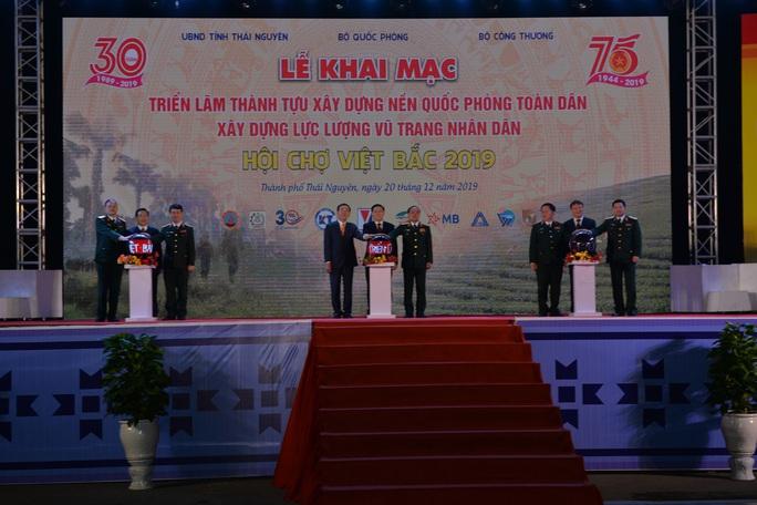 Phó Thủ tướng khai trương triển lãm quân sự - quốc phòng - Ảnh 2.