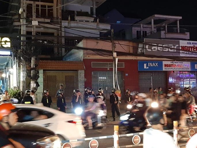 Vụ cảnh sát bao vây bệnh viện ở Biên Hòa: Bắt giữ 14 đối tượng tín dụng đen - Ảnh 2.
