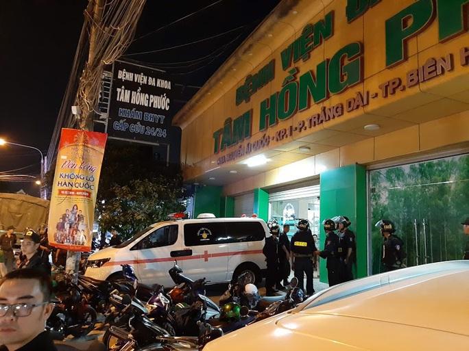 Vụ cảnh sát bao vây bệnh viện ở Biên Hòa: Bắt giữ 14 đối tượng tín dụng đen - Ảnh 6.