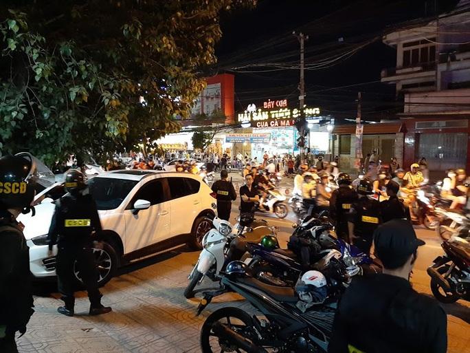 Vụ cảnh sát bao vây bệnh viện ở Biên Hòa: Bắt giữ 14 đối tượng tín dụng đen - Ảnh 7.