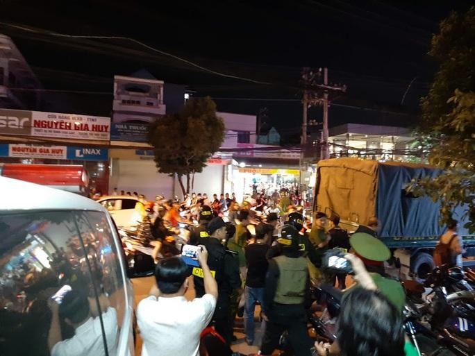 Vụ cảnh sát bao vây bệnh viện ở Biên Hòa: Bắt giữ 14 đối tượng tín dụng đen - Ảnh 13.