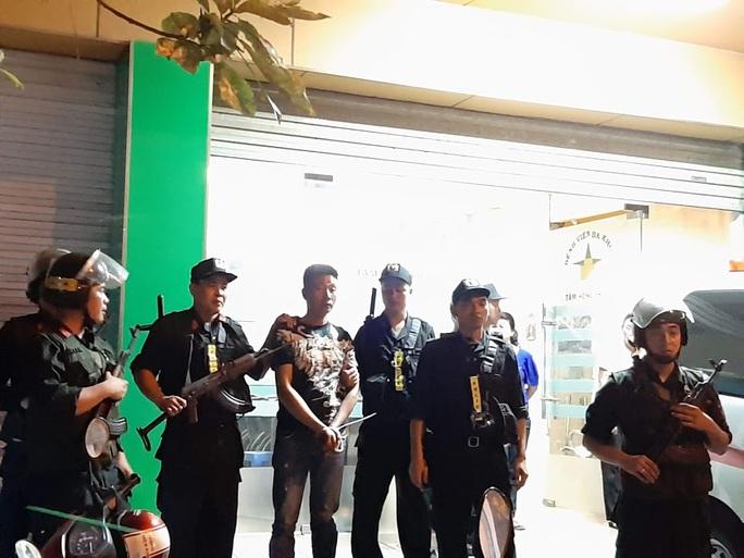 Vụ cảnh sát bao vây bệnh viện ở Biên Hòa: Bắt giữ 14 đối tượng tín dụng đen - Ảnh 16.
