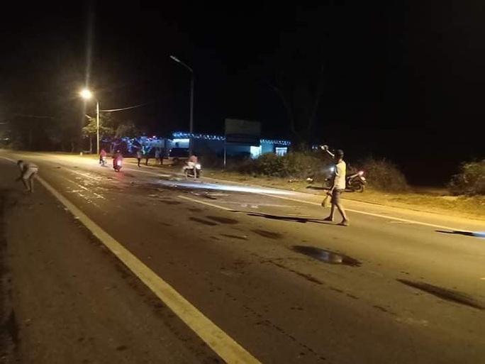 Tai nạn giao thông nghiêm trọng giữa xe con và xe máy, 1 người tử vong - Ảnh 2.