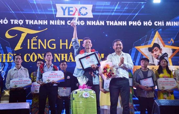 Thí sinh Nguyễn Tấn Hậu đoạt ngôi quán quân tiếng hát công nhân - Ảnh 1.