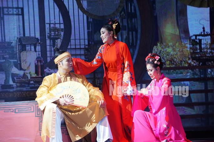 NSND Hồng Vân mở sân khấu kịch Hồng Vân - Chợ Lớn - Ảnh 4.