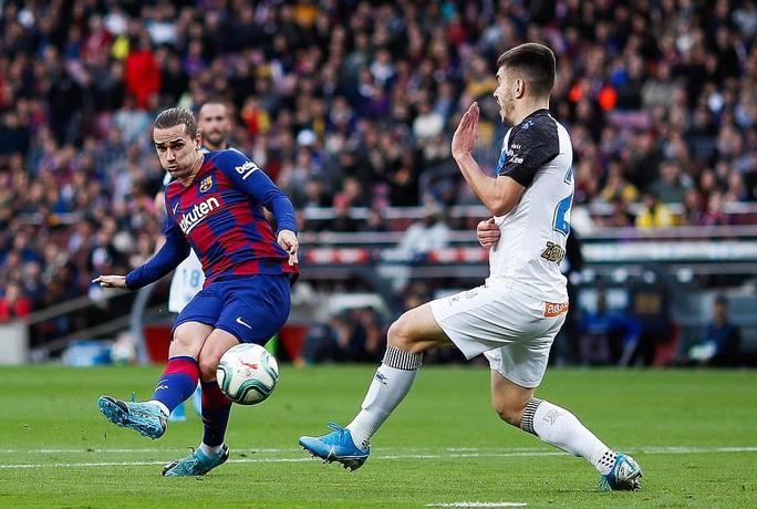 Nhận cúp xuất sắc nhất tháng, Messi lập kỳ tích ghi bàn độc nhất năm  - Ảnh 3.