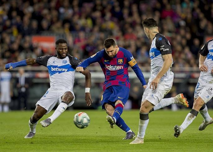 Nhận cúp xuất sắc nhất tháng, Messi lập kỳ tích ghi bàn độc nhất năm  - Ảnh 6.