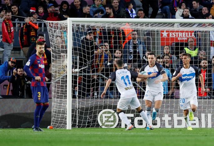 Nhận cúp xuất sắc nhất tháng, Messi lập kỳ tích ghi bàn độc nhất năm  - Ảnh 5.