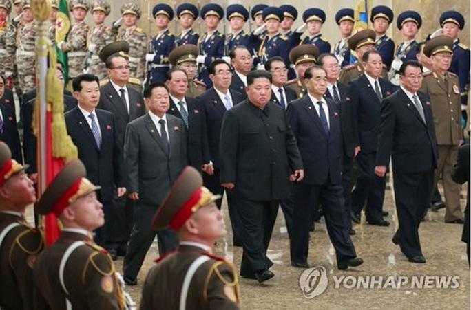 Lãnh đạo Kim Jong-un chủ trì hội nghị quân ủy trung ương mở rộng - Ảnh 1.