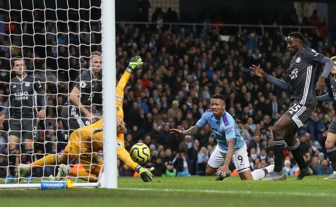 Ngược dòng ngoạn mục, Man City bùng nổ hạ Leicester - Ảnh 2.