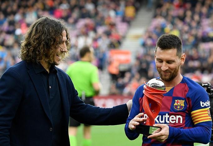 Nhận cúp xuất sắc nhất tháng, Messi lập kỳ tích ghi bàn độc nhất năm  - Ảnh 2.