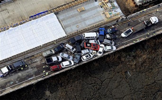 Mỹ: 69 xe gặp tai nạn liên hoàn, hàng chục người bị thương - Ảnh 1.
