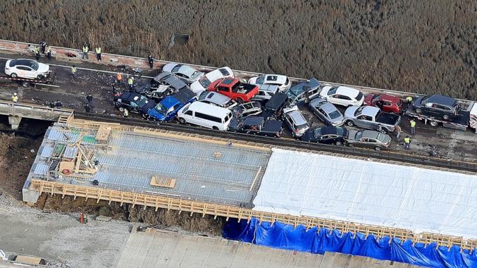 Mỹ: 69 xe gặp tai nạn liên hoàn, hàng chục người bị thương - Ảnh 6.