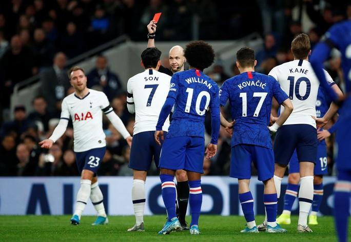 Trung vệ Chelsea vừa bị phân biệt chủng tộc, vừa bị HLV Mourinho chế giễu - Ảnh 5.