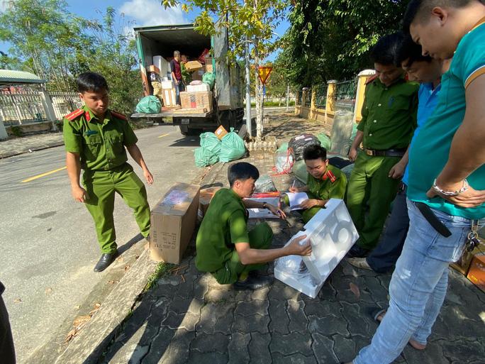 Đà Nẵng: Bắt 2 xe bưu chính vận chuyển hàng không rõ nguồn gốc - Ảnh 1.