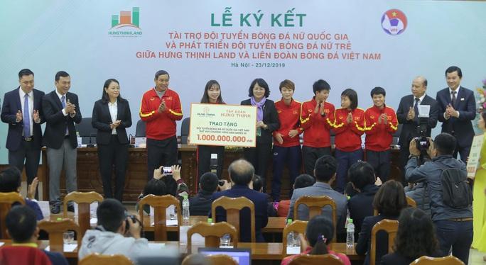 Bóng đá nữ Việt Nam được tài trợ 100 tỉ đồng với giấc mơ World Cup - Ảnh 1.