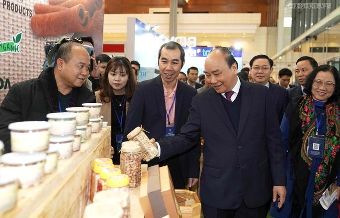 Thủ tướng đề nghị doanh nghiệp nói thẳng về tình trạng bị dọa nạt - Ảnh 1.