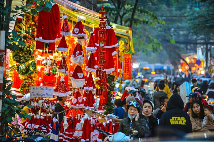 Hà Nội: Hàng vạn người dân nô nức đón lễ Giáng sinh - Ảnh 12.