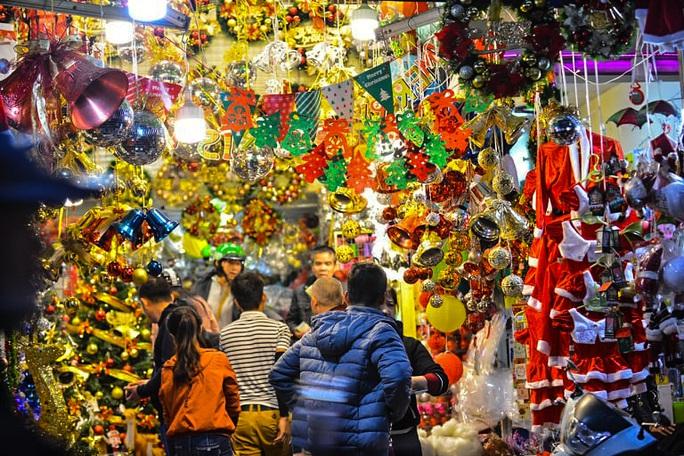 Hà Nội: Hàng vạn người dân nô nức đón lễ Giáng sinh - Ảnh 15.
