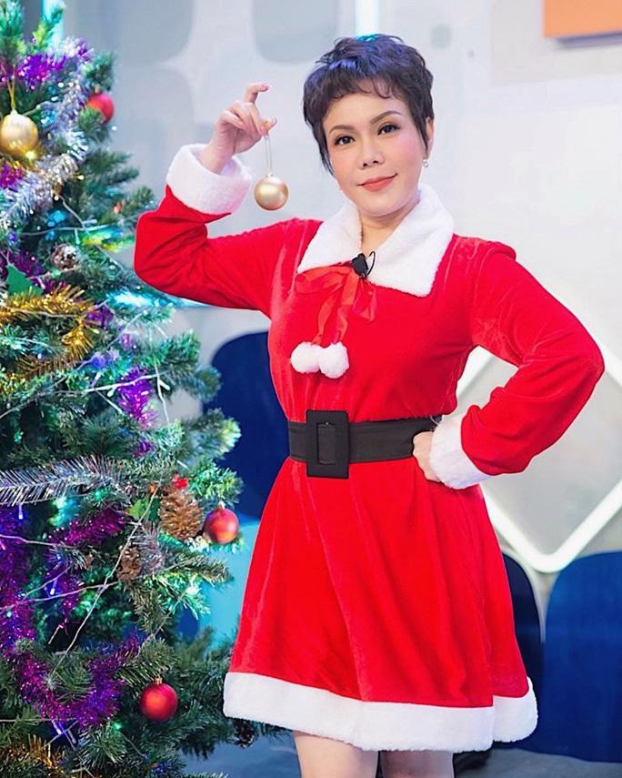 NSND Ngọc Giàu, NS Mạc Can, Việt Hương mang niềm vui san sẻ trong mùa Giáng sinh - Ảnh 5.
