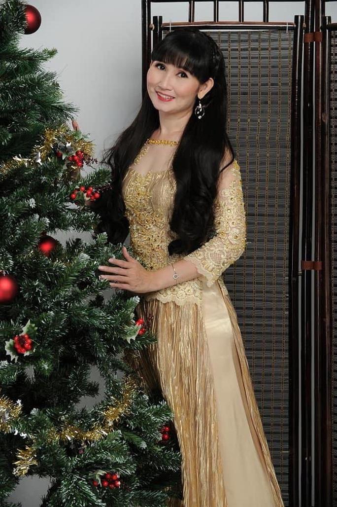 NSND Ngọc Giàu, NS Mạc Can, Việt Hương mang niềm vui san sẻ trong mùa Giáng sinh - Ảnh 2.
