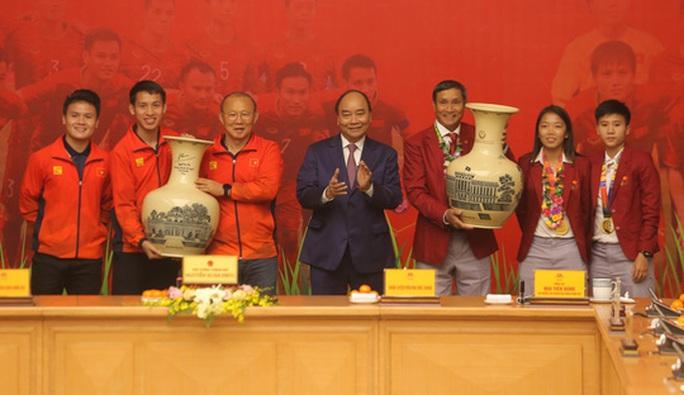 Chủ tịch nước thưởng nóng tuyển Việt Nam 1 tỉ đồng - Ảnh 1.