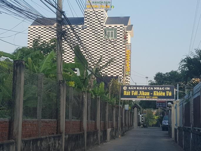 CLIP: 60 nam nữ thác loạn tập thể trong khách sạn ở TP Mỹ Tho - Tiền Giang - Ảnh 2.