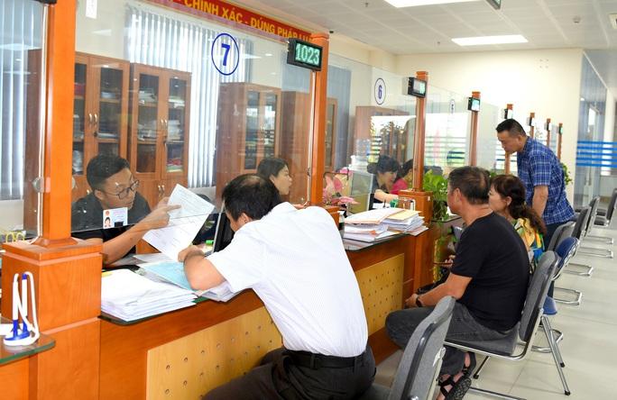 Cơ quan bảo hiểm chủ động gia hạn thẻ BHYT - Ảnh 1.