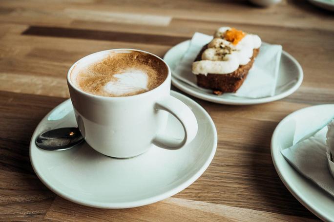 Uống cà phê kiểu này, khỏi sợ mập vì tiệc cuối năm - Ảnh 1.