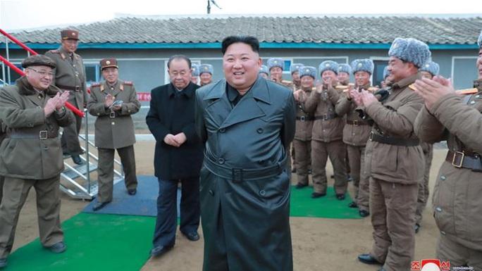 """Ông Trump: Biết đâu ông Kim Jong-un tặng bình hoa thật đẹp làm quà Giáng sinh"""" - Ảnh 2."""